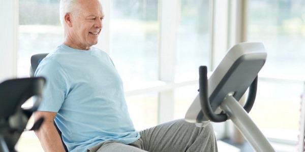 xe đạp tập thể dục tại nhà cho người già